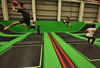 jump-street-dodgeball-group-of-guys-playing