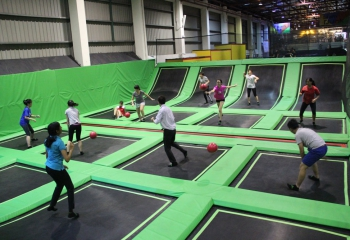 jump-street-dodgeball-mix-group-playing