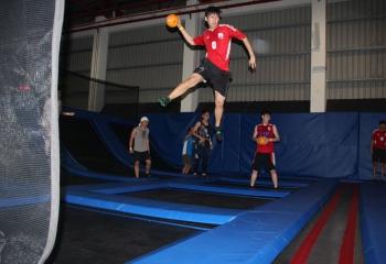 jump-street-dodgeball-pro-throwing-ball