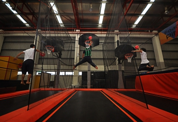 jump-street-slam-dunk-three-guys-dinking-at-the-same-time