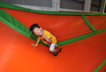 jump-street-the-cage-kid-on-wall-trampoline